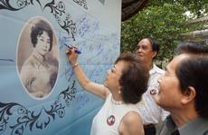 Nghệ sĩ dâng hương trong ngày giỗ cố NSND Phùng Há