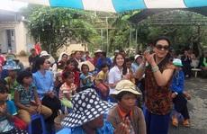Á hậu Thuý Hằng cùng Khánh Ly hòa mình với bệnh nhân phong
