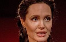Angelina Jolie rơi vào khủng hoảng