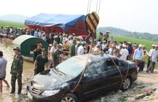 Xe ô tô lao xuống hồ, giám đốc và lái xe chết thảm