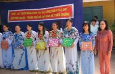 Tặng 1.600 bộ áo dài cho giáo viên