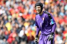Thủ môn Cech giã từ tuyển Czech