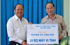 Phú Mỹ Hưng trao 20 bộ máy vi tính cho huyện cần giờ