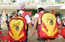 500 học sinh CapitaLand Hope Schools tại Việt Nam nhận cặp mới