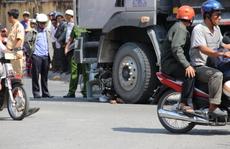 Ngã xe đạp xuống đường, một phụ nữ bị xe ben cán chết