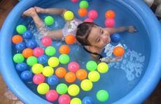 Đồ chơi thông minh, bể bơi mini lên ngôi dịp hè