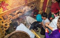 Cuồng tín tại chùa Bà!