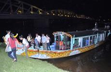 """Bát nháo thuyền """"chui"""" trên sông Hương"""