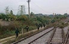 Cảnh sát đi tàu hỏa bí mật ập tới bắt sới bạc 'khủng'