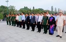 Lãnh đạo TP HCM và Hà Nội cùng viếng Nghĩa trang Liệt sĩ TP