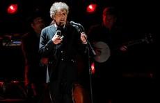 Bob Dylan thấy như 'đứng trên mặt trăng' khi đoạt giải Nobel