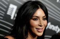 Kim Kardashian kiện trang web tung tin dàn cảnh bị cướp