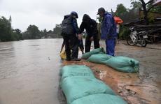 Thăm hỏi, động viên công nhân bị ảnh hưởng bởi mưa lũ