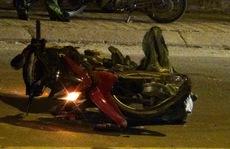 Xe ben cán nát xe máy, 1 thanh niên nguy kịch
