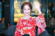 Angela Phương Trinh duyên dáng đầm hoa giới thiệu phim