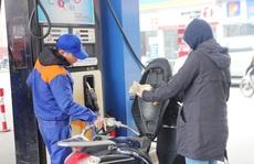 Giá xăng tăng 670 đồng/lít từ 16 giờ 30