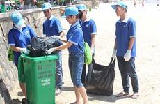 Cán bộ, nhân viên GM Việt Nam làm sạch bãi biển