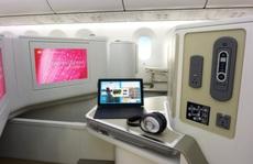 """Boney M và Chris Norman đến Hà Nội bằng """"khách sạn bay"""" Boeing 787"""