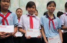 HD SAISON trao 40 suất học bổng cho học sinh khó khăn