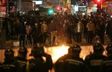 Cảnh sát và người biểu tình hỗn chiến tại Hồng Kông