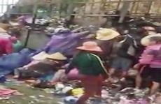 Hàng chục người 'hôi của' trả lại hàng cho xe bị nạn