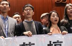 Hồng Kông lại nóng vì tuyên thệ