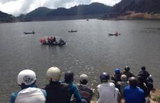 Chìm ghe, hai vợ chồng mất tích ở hồ thủy điện