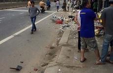 Đứng trên lề đường bị ô tô 'điên' tông chết