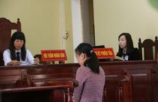 Cô gái dùng dao đoạt mạng mẹ nuôi lãnh 10 năm tù