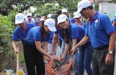 Bình Chánh ra quân làm sạch môi trường
