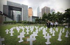 Hồng Kông: 'Đón' chủ tịch quốc hội Trung Quốc bằng mộ giấy
