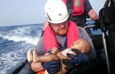 Xác định danh tính em bé trôi trên Địa Trung Hải