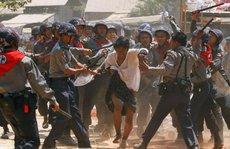 Myanmar bỏ tù phóng viên BBC