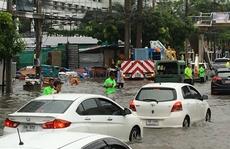 Bangkok 'ướt sũng' vì mưa lớn