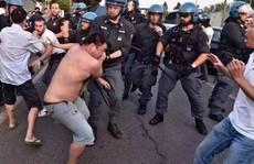 Công nhân Trung Quốc đụng độ cảnh sát Ý