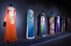 Triển lãm áo dài mở tại trung tâm đại lộ Nguyễn Huệ