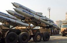 Ấn Độ đưa tên lửa siêu thanh đến biên giới Trung Quốc
