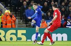 Leicester nhấn chìm Liverpool, Arsenal tụt hạng