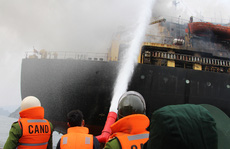 Cháy tàu nước ngoài 27.000 tấn trên Vịnh Bái Tử Long