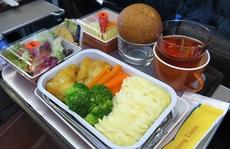 Lãi 5 tỉ đồng mỗi tháng nhờ bán cơm cho Vietnam Airlines, VietJet