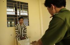 Bắt giam 'cha nuôi' làm trẻ sinh con