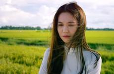 Ngọc Trinh bật khóc khi xem phim về cuộc đời mình