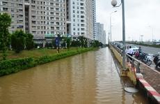 """Hà Nội: Sau mưa 2 ngày, cả trăm hộ dân bị cô lập trong """"ốc đảo"""""""