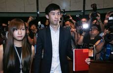 2 nghị sĩ 'phỉ báng Trung Quốc' đại náo Hội đồng Lập pháp Hồng Kông
