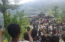 Xe buýt rơi 300 m, thi thể rải trên đồi