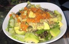 Giảm cân với salad bơ trộn trứng tôm
