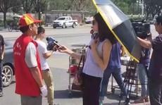 Nữ phóng viên bị đình chỉ vì đeo kính mát khi tác nghiệp