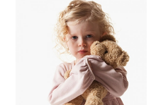 Làm gì khi trẻ có dấu hiệu tự kỷ?
