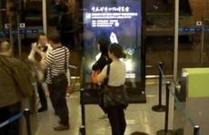 Bị hoãn chuyến, khách Trung Quốc tát nhân viên hàng không