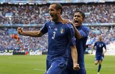 Công cùn thủ hở, Tây Ban Nha thành cựu vô địch